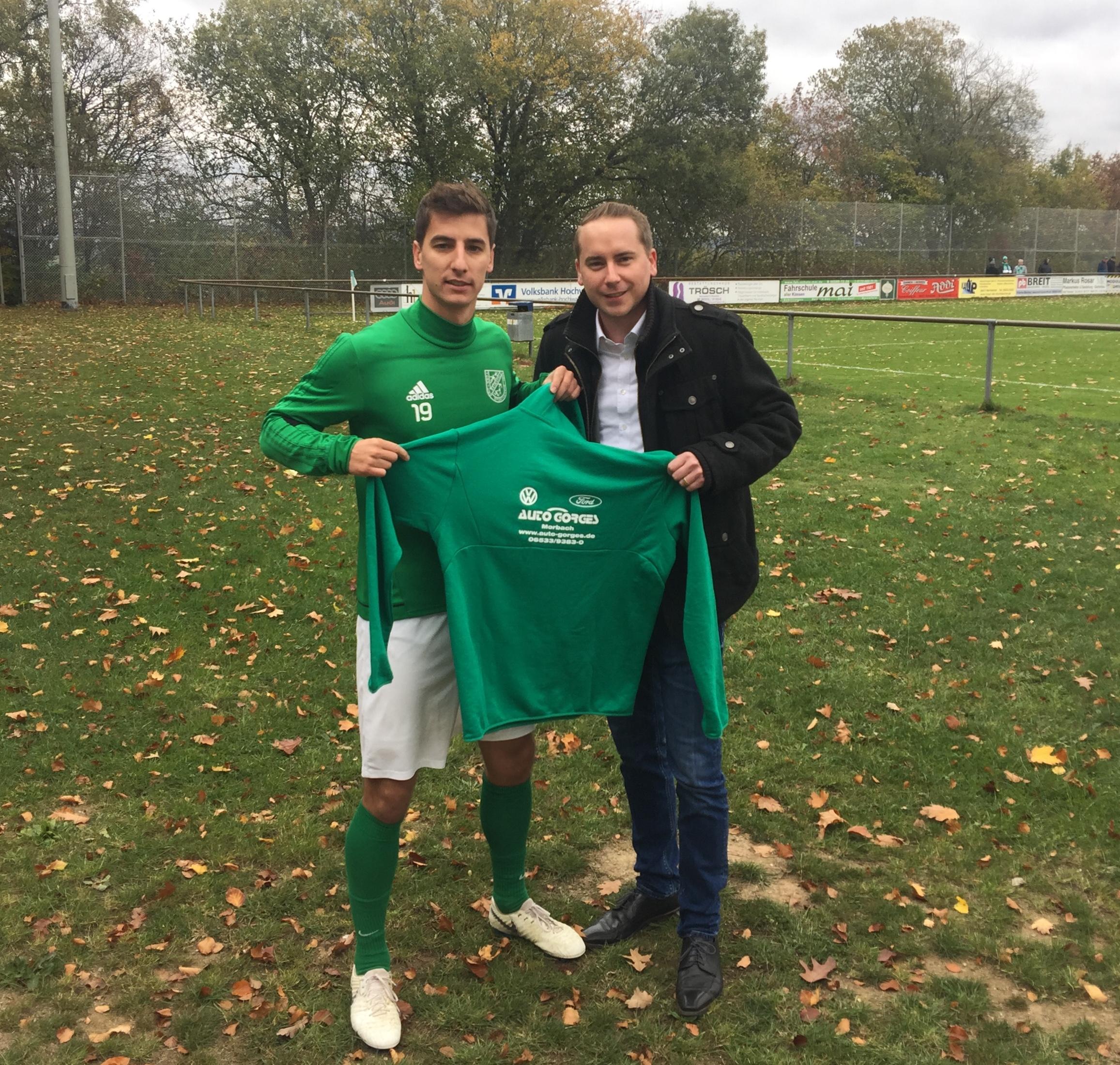 Fabrice Schirra köpft TuS zur Herbstmeisterschaft